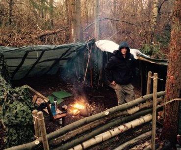 At bygge shelter i skoven på Baunehøj Efterskole